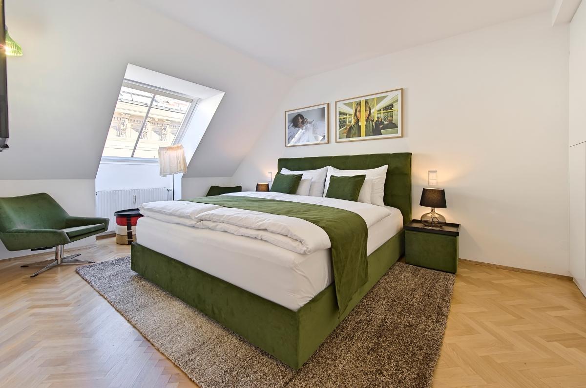 Die In Der Wohnung Verwendeten Möbel Und Materialien Werden Höchsten  Ansprüchen Gerecht, Vom Boxspringbett Mit Zwei Verschiedenen Härtegraden  über ...