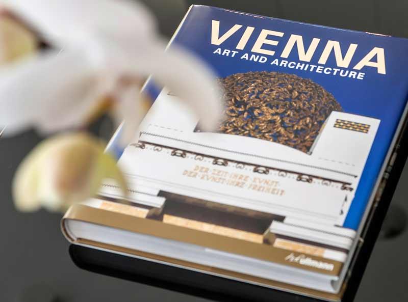 Buch mit Infos zu Wien, aufliegend im Business Apartment