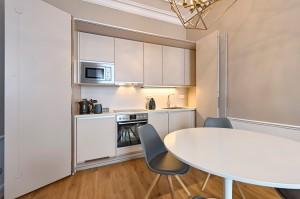 1010-apartment-wien-stubenring-kueche