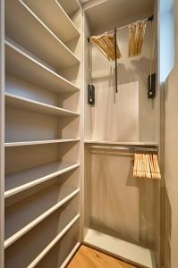 1010-apartment-wien-stubenring-schrank