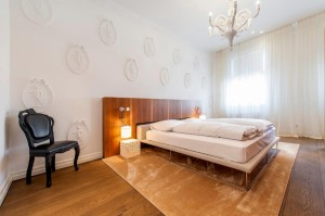 1010-apartment-maria-theresien-str-schlafzimmer